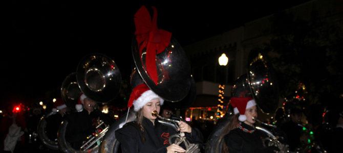 Christmas Parade Dec 8 – 6pm